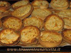 Prodotto agroalimentare tradizionale (P.A.T.) della Puglia, è un biscotto di pasta di pane prodotta con semola di grano duro del Salento