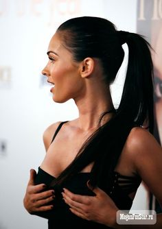 Megan Fox, hair back in a ponytail, looks great Megan Fox Fotos, Estilo Megan Fox, Megan Denise Fox, Megan Fox Style, Megan Fox Body, High Ponytails, Ponytail Hairstyles, Beach Hairstyles, Hair Ponytail