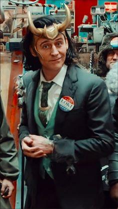 Marvel Avengers Movies, Loki Marvel, Marvel Actors, Loki Thor, Tom Hiddleston Loki, Loki Laufeyson, Loki Aesthetic, Loki Wallpaper, Lady Loki