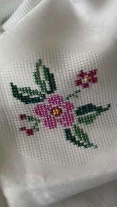 This Pin was discovered by Seb Cross Stitch Bird, Cross Stitch Borders, Cross Stitch Flowers, Cross Stitch Designs, Cross Stitching, Cross Stitch Patterns, Hand Embroidery Stitches, Hand Embroidery Designs, Cross Stitch Embroidery
