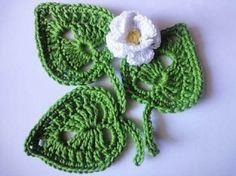 Modelos de Folhas de Crochê Para Inspirar Você - 3 Dicas de Artesanato Newborn Crochet, Crochet Baby Hats, Crochet Toys, Crochet Leaves, Crochet Flowers, Crochet Stitches, Crochet Patterns, Crochet Granny, Crochet Heart Blanket