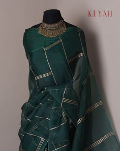 SPRING COLLECTION 2019 Code : Gold Lines An elegant bottle green pure silk organza saree highlighted by gold hand block printed lines,… Silk Saree Blouse Designs, Fancy Blouse Designs, Saree Blouse Patterns, Drape Sarees, Organza Saree, Silk Organza, Trendy Sarees, Stylish Sarees, Fancy Sarees