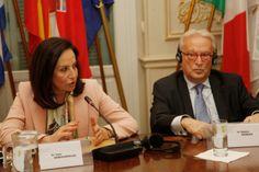 Εθνική συναίνεση για το χρέος ζήτησαν Διαμαντοπούλου και Σβόμποντα - http://www.greekradar.gr/ethniki-sinenesi-gia-to-chreos-zitisan-diamantopoulou-ke-svomponta/