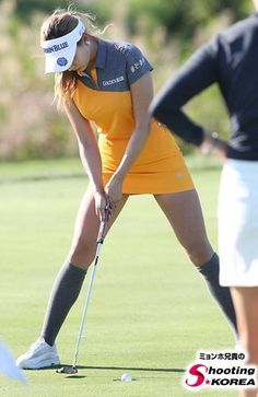 What Is the Correct Golf Swing? Golfers the world over are always in search of the perfect golf swing or the right golf swing. Girl Golf Outfit, Cute Golf Outfit, Girls Golf, Ladies Golf, Women Golf, Golf Sexy, Golf Mk4, Golf Magazine, Golf Training Aids