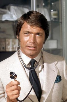 "Chad Everett as Dr. Joe Gannon in ""Medical Center,"" which aired on CBS. Everett was a native of Dearborn, Michigan, where he attended Fordson High School. After high school, he attended Wayne State University in Detroit. Great Tv Shows, Old Tv Shows, Movies And Tv Shows, Ryan O'neal, Vince Vaughn, Ann Margret, George Clooney, Actrices Hollywood, Vintage Tv"