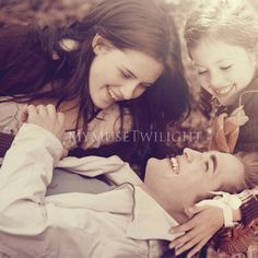Bella, Edward & Renesmee Cullen.