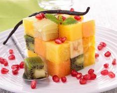 Salade de fruits détox en cube vitaminé : http://www.fourchette-et-bikini.fr/recettes/recettes-minceur/salade-de-fruits-detox-en-cube-vitamine.html