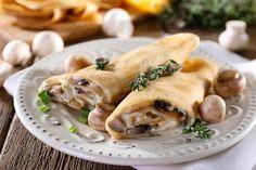 Crepes ripiene al forno con funghi e besciamella - Fidelity Cucina Crepe Recipes, Pasta Recipes, Spanakopita, Finger Foods, Chicken, Ethnic Recipes, Gnocchi, Pancake, Buffet