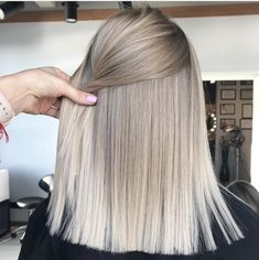 hair blonde fringe waves ideas Super hair blonde fringe waves ideasSuper hair blonde fringe waves ideas Amazing Blends Of Balayage Hair Colors for Women in 2019 Blonde Fringe, Brown Blonde Hair, Blonde Bangs, Blonde Curls, Grey Blonde, Grey Ombre, Ash Grey, Ombre Colour, Curls Hair