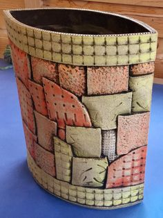 Gorgeous slab pottery - have a look at our guide for lots more inspirations! Hand Built Pottery, Slab Pottery, Pottery Wheel, Pottery Vase, Ceramic Pottery, Ceramic Art, Pottery Designs, Pottery Ideas, Beginner Pottery