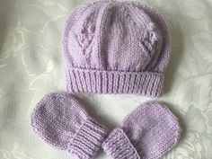 Hand Knitted Babies Lilac Beanie Hat and Mittens 0- 3 mths £4.99