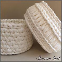 White T-shirt crochet basket Crochet Motifs, Crochet Quilt, Crochet Cross, Diy Crochet, Crochet Stitches, Yarn Projects, Crochet Projects, Crochet Bowl, Amigurumi