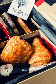 "Sugar Buzz: Giveaway με ένα λαχταριστό brunch box από ""The Bak. Prosecco, Giveaway, Brunch, Sugar, Food, Essen, Yemek, Meals, Brunch Party"