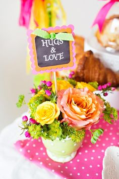 """Shower mom with dozens of gifts this Mother's Day. We love this bright and happy """"Coffee with Mom"""" brunch featuring Tiny Prints gifts and more. Mothers Day Decor, Mothers Day Cake, Mothers Day Brunch, Mothers Day Crafts, Happy Mothers Day, Happy Coffee, Heart Party, Mom Day, Graduation Party Decor"""