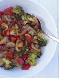 Roerbakgroenten met woksaus! Asian Recipes, Real Food Recipes, Soup Recipes, Vegetarian Recipes, Healthy Recipes, Ethnic Recipes, Healthy Brownies, Small Meals, Meal Planning
