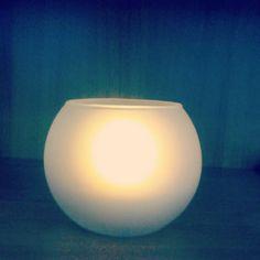 Candela in vetro con led interno. Si accende capovolgendola e si spegne soffiando anche se non c'e' la fiamma  http://www.blueeco.it/