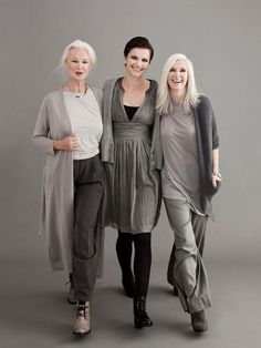 Love the mature women looking hot in these wonderful outfit. neutral palette, loose fitting comfortable stylish clothing for older women 50 Fashion, Fashion Over 40, Look Fashion, Womens Fashion, Fashion Ideas, Feminine Fashion, Ladies Fashion, Fashion Beauty, Fashion Trends