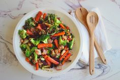 Grønnkålsalat m. ovnsbakte rotgrønnsaker, quinoa & sjampinjong — Happy food stories