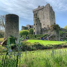 Castle Blarney Castle House, Castle Ruins, Beautiful Castles, Beautiful Buildings, Places To Travel, Places To See, Wonderful Places, Beautiful Places, Famous Castles