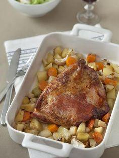 palette, feuille de laurier, pomme de terre, poireau, oignon, eau, ail, vin blanc, carotte, bouillon Fish Dinner, Smoked Pork, Pot Roast, Onion, Carrots, Dinner Recipes, Food And Drink, Turkey, Potatoes