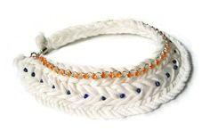 He encontrado este interesante anuncio de Etsy en https://www.etsy.com/es/listing/217408415/white-fabric-necklace-african-necklace