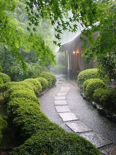 I want to be here - even in the rain. unpolished life: Stone paths, stairs, & rustic outdoor dining