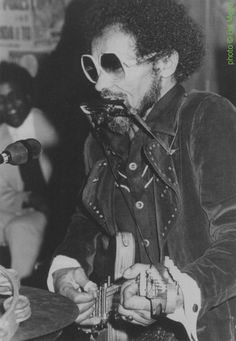 Blind Joe Hill , 1980s; source: Dave Harris: Head, Hands & Feet - A Book of One Man Bands.- Victoria, Canada (author's edition) 2012, p. 79; photographer: Bill Mead