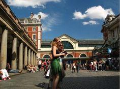 Covent Garden PiazzaEs una zona de teatros, museos, restaurantes de moda, bares, tiendas y gran oferta de oci