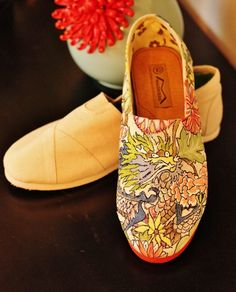 handpainted toms tutorial... Maybe not this design, but that would be coool