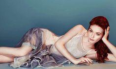 'Poldark' Season 3 Eleanor Tomlinson Slams Fans for 'Invasive' Selfies, Is She Overreacting?