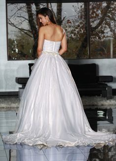 Style 50213 » Wedding Gowns » DaVinci Bridal » Available Colours : Ivory, White (back)
