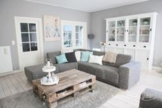 New living room couch pillows color schemes coffee tables Ideas New Living Room, Living Room Interior, Home And Living, Living Area, Living Spaces, Living Room Inspiration, Home Decor Inspiration, Ideal Home, Family Room
