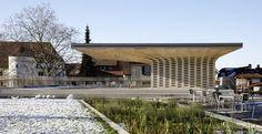 Svizzera: il padiglione di legno nel parco della biblioteca