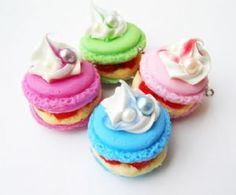 Kitsch Colourful Pearly Macaroon Cake Charms
