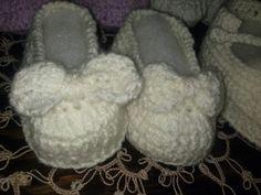 zapatos tejidos con moño