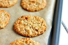 An easy and quick egg free golden syrup and oat cookie recipe. Oat Cookie Recipe, Easy Biscuit Recipe, Easy Cookie Recipes, Cookie Desserts, Sweet Recipes, Baking Recipes, Yummy Recipes, Healthy Oat Cookies, Healthy Biscuits