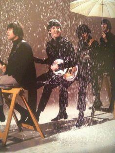 John Lennon, Paul McCartney, George Harrison, and Richard Starkey filming a promo Beatles Love, Beatles Photos, Beatles Bible, Beatles Band, Rock N Roll, John Lennon, Great Bands, Cool Bands, The Beatles