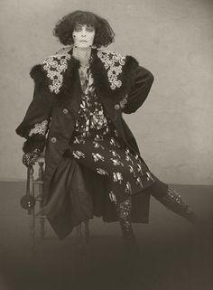 """Marchesa Casati-Luisa, Marquesa Casati Stampa di Soncino (23 janeiro de 1881 - 1 de junho de 1957) foi um excêntrico italiano herdeira, musa, e patrona das artes no início do século 20 da Europa. Como o conceito de dandy foi expandido para incluir as mulheres, a Marquesa Casati montado o exemplo feminino maior, dizendo: """"Eu quero ser uma obra de arte viva""""."""