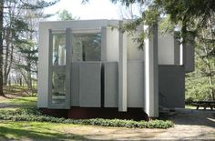 On the market, major houses by Eisenman, Kahn, and Venturi have uncertain futures.