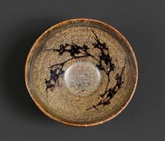 A small tortoise-glazed Jizhou bowl with prunus decoration at the inside. China, Song dynasty. Estimate CHF 1 500.- / 2 500.- € 1 430.- / 2 380.- Photo courtesy Koller