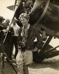 Amelia Earhart always looked so cool. poem of the day and tribute to Amelia Earhart: Voices of the Air by Katherine Mansfield Great Women, Amazing Women, Amelie, Amelia Earhart Biography, Katherine Mansfield, Female Pilot, Mode Vintage, Famous Women, Powerful Women