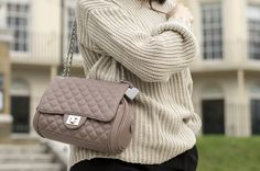 About my look: One of the biggest reasons why I like autumn is the fact that I can finally wear all comfortable, oversized and cosy knitwear. As it's getting colder and colder you will probably start seeing loads of sweaters in different colours and cuts from my wardrobe. Last year grey was the colour I #casual #marcbbags #ootd #details #fashion #style #fashionblogger #fashionista