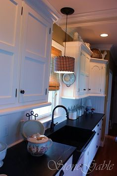 what a darling kitchen.... this is what I want