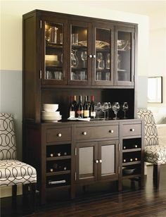 modern china cabinet display ideas decorating for fall in september China Cabinet Bar, Modern China Cabinet, Crockery Cabinet, Hutch Cabinet, Buffet Hutch, Deco Buffet, Home Bar Areas, Dining Room Hutch, Dining Area