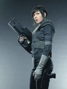 A gallery of Ghost in the Shell publicity stills and other photos. Featuring Scarlett Johansson, Pilou Asbæk, Chin Han, Takeshi Kitano and others. Scarlett Johansson Ghost, Motoko Kusanagi, Cyberpunk Character, Cyberpunk Art, Ghost In The Shell, Shadowrun, Female Characters, American Actress, Shells