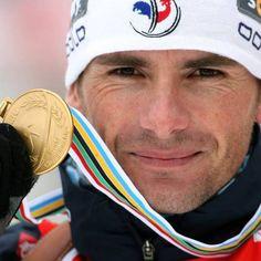 "Raphaël Poirée, 3 mois seulement après son terrible accident, rechausse les skis : ""c'est la chance d'une vie"" ! Sports Stars, World Cup, Norway, Skiing, Eye Candy, Champion, Athletic, Pure Products, Holiday"