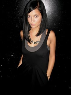 THIS IS HOW IVE BEEN WANTING MY HAIR. FOR OVER A YR NOW... & NO ONE CAN GET TO LOOK LIKE THIS.Leigh Lezark - asymmetrical long hair