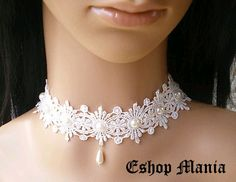 so delicate and sweet chocker. Lace Necklace, Lace Jewelry, Fabric Jewelry, Diy Earrings Easy, Accessoires Barbie, Little Presents, Creation Couture, Tatting Lace, Lace Weddings