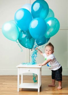 First birthday balloons boy photography