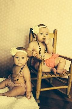 ideas baby twins pictures 6 months for 2019 Twin Pictures, Twin Photos, Baby Girl Photos, Cute Baby Pictures, Newborn Pictures, Twin Baby Photography, Children Photography, Photography Ideas, Twin Girls
